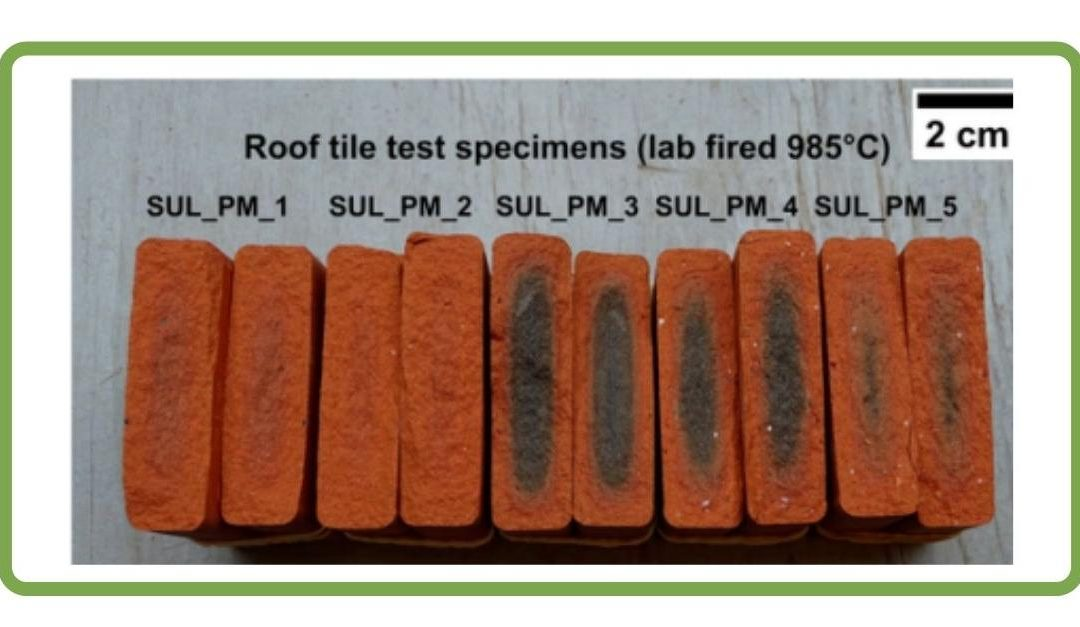 Blending sulphidic mining waste material in new ceramic roof tiles and blocks